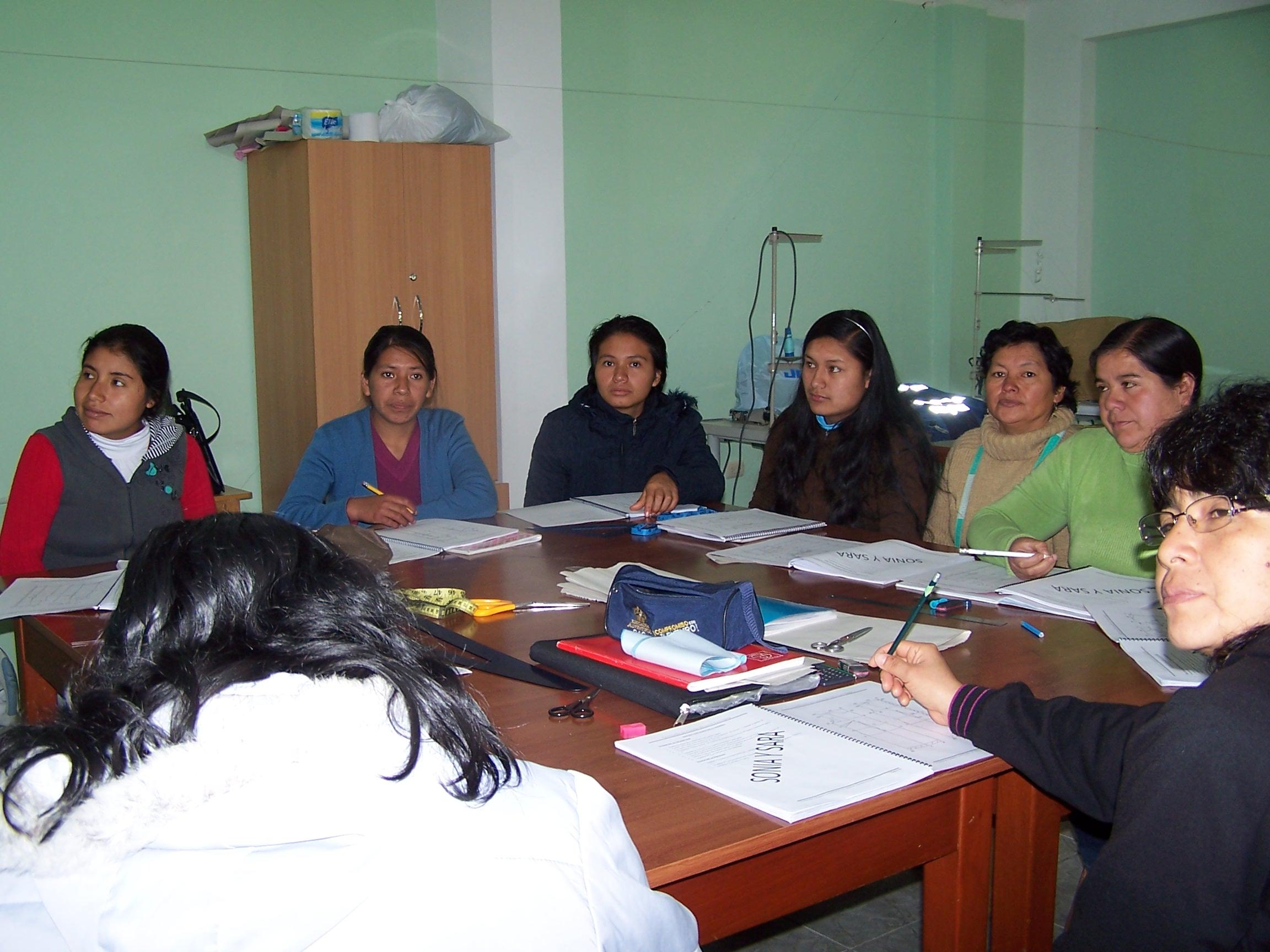 Alumnas del taller de corte y confección de Aulas Abiertas_San Esteban de Noalla