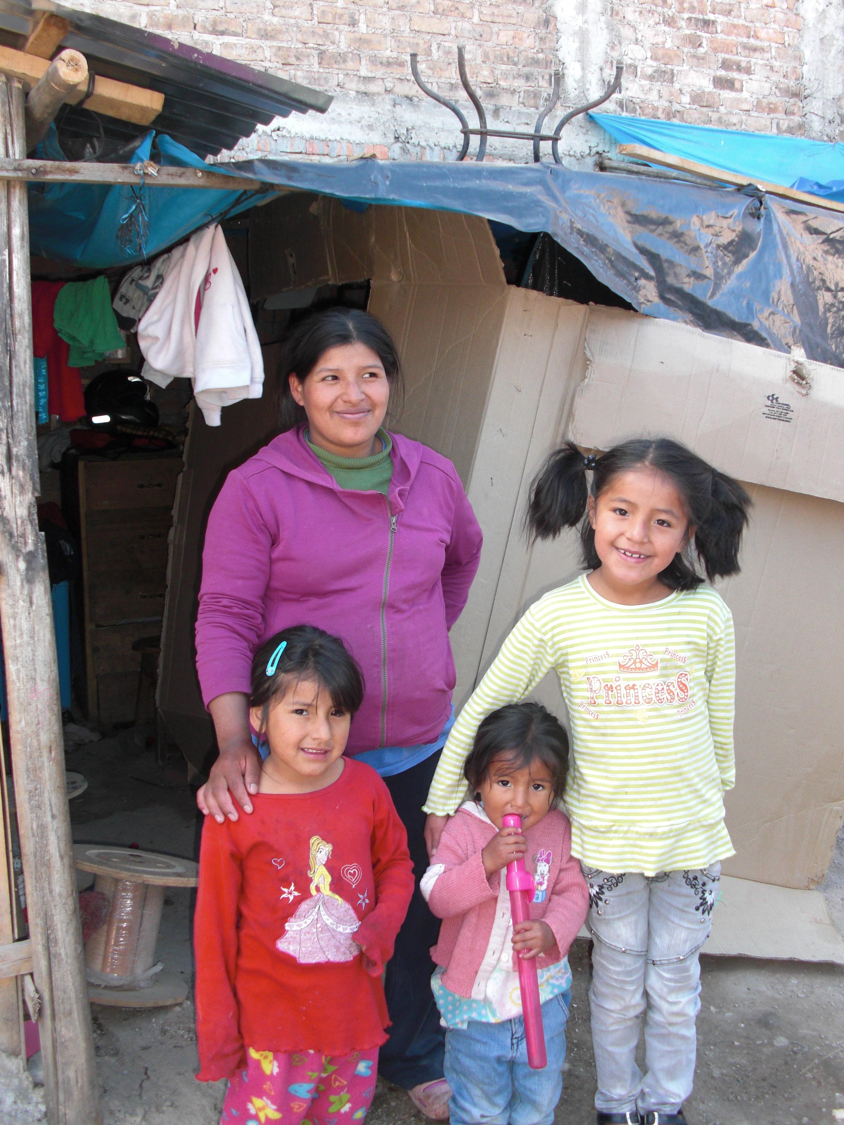 Maruja y sus tres hijas